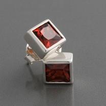 Ohrstecker Quadrat Zirkonia-Rot