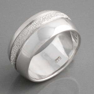 Silberring poliert und diamantiert, Größe 52