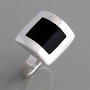 Silberring quadratisch mit Onyx, Ringgröße 52 bis 62