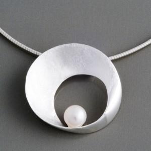 Silberanhänger Dita mit Perle