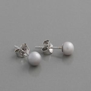 Ohrstecker Perle grau