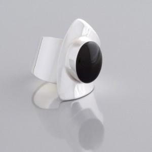 Ring mit schwarzem Onyx