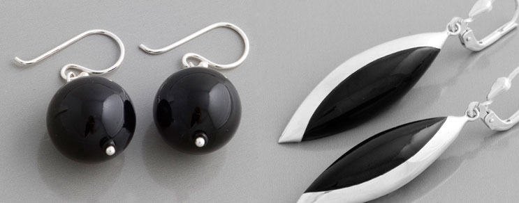 Schwarze Ohrringe